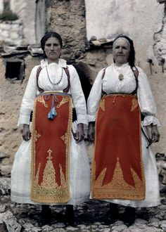 Enjoy these beautiful, rare images of Greece in color, captured from the camera of Maynard Owen Williams. Williams was a National Geographic Textiles, Galerie Creation, National Geographic Images, Greece Pictures, Rare Images, Festival Posters, People Around The World, Image Collection, Traditional Outfits
