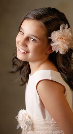 La eterna sonrisa que Alba nos regaló.#comunión #fotos #fotografía  #niños #kids #childrensphotography Blog Fotografia, First Kiss, Alba, First Communion, Little Princess, Portrait, Face, Photography, Fashion