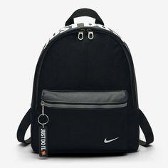 Nike Classic Kids' Backpack - One Size Black/Dark Grey/White Cute Mini Backpacks, Trendy Backpacks, Kids Backpacks, Mini Backpack Purse, Black Backpack, Mochila Kate Spade, Mochila Adidas, Cute School Bags, Mini Mochila