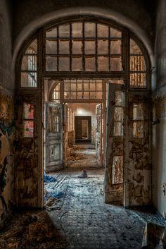 Decaying asylum - Very cool.Urbex - abandoned building - urban exploration…
