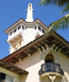 Mar-a-Lago - palm beach rhapsody Tuscan Style Homes, New York Winter, Treasure Coast, Palm Beach Florida, Spanish Revival, Courtyard House, Cruise Ships, Old Buildings, Mediterranean Style