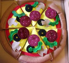 Felted play food pizza