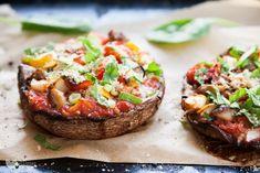 pizza-portobello-5892 Mad Cook, Mushroom Pizza, Portobello, Salmon Burgers, Baked Potato, Vegan Recipes, Stuffed Mushrooms, Potatoes, Snacks