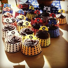 dalek cupcake wrappers (click through for free printable) Yummy Treats, Sweet Treats, Cupcake Wrappers, Cupcake Liners, Doctor Who Party, Cupcakes, Nerd Love, Dalek, Party Snacks
