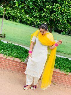Bridal Suits Punjabi, Indian Dresses Traditional, Indian Fashion, Women's Fashion, Patiala Suit Designs, Punjabi Culture, Embroidery Suits Punjabi, Quote Backgrounds, Party Dresses