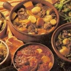 Indigenous African cooking, traditional Afrikaner cuisine, and the Portuguese among others have contributed to the deliciously diverse flavours of Sou South African Dishes, South African Recipes, Ethnic Recipes, Nigeria Food, Around The World Food, Nutritious Snacks, Healthy Meals, Homemade Soup, International Recipes