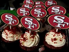 Cupcakes & Cakepops Dessert Ideas for Fans – Super Bowl Sunday! Red Cupcakes, Cupcake Cakes, Velvet Cupcakes, Cakepops, 49ers Birthday Party, Birthday Gifts, 49ers Cake, 49ers Super Bowl, Superbowl Desserts