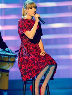 Taylor Swift Stand Up 2 Cancer <3