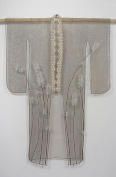 sheer kimono - just beautiful Note girly-mjm Japanese Textiles, Japanese Prints, Fashion Fabric, Kimono Fashion, Saris, Design Oriental, Art Japonais, Japanese Outfits, Yukata