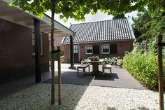 #grind #dakplatanen #tafel #hortensia #waterelement #waterval #siergrassen. Larense tuin | Heart for Gardens.