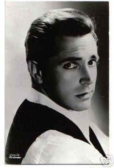 Julio Aleman fue, además de líder sindicalista de los actores, uno de los hombres mejor parecidos en el teatro mexicano de su época.