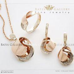 Luxe Brilliant Set Earring - Pendant & Ring Rose Gold Price ~ million Cod : N 379 _____________ برای دیدن تمامی مدلهای نیم ست و مدال پیج زیر را دنبال کنید. Gold Earrings Designs, Gold Jewellery Design, Men's Jewellery, Designer Jewellery, Diamond Jewellery, Rose Gold Bridal Jewelry, Jewelry Model, Simple Jewelry, Contemporary Jewellery