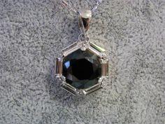 Joyería con aleación de metales platinados en rodio con cristal, marca SWAROVSKI, desde ¢21.000