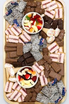 We're celebrating Australia Day with a few drool-worthy Aussie-themed platters. From fairy bread cob loaf to a very creative cheeseboard, there's something for everyone. Australian Sweets, Australian Party, Sweet Recipes, Snack Recipes, Snacks, Healthy Recipes, Graze Box, Party Food Platters, Fairy Bread