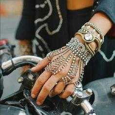 Boho-Glam - ugh, I want to wear this everyday of my life Body Jewelry, Jewelry Box, Jewelry Accessories, Fashion Accessories, Jewelry Design, Jewelry Making, Unique Jewelry, Hand Jewelry, Bling Jewelry