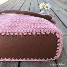 Väskbotten i konstskinn cm, konjaksfärgad (tvättbar) Crochet Beach Bags, Free Crochet Bag, Cute Crochet, Knit Crochet, Crochet Hats, Crochet Handbags, Crochet Purses, Catania, Messenger Bag Patterns