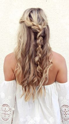 10 No-Heat Hairstyles for When It's Steamy AF and You Can't Be Bothered Undone Half-Up Braid This braid is basically a free-for-all. Braid one side, braid the other, and braid them together, all the while pulling in new pieces as you go. No Heat Hairstyles, Summer Hairstyles, Pretty Hairstyles, Braided Hairstyles, Hairstyle Braid, Hairstyle Ideas, Peinado Updo, Gorgeous Hair, Beautiful Life