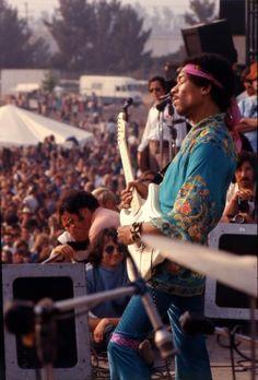 The appreciation of Johnny Allen Hendrix. Hippie Music, Happy Hippie, Hippie Love, Jimi Hendrix Experience, Woodstock Hippies, Woodstock Concert, 1969 Woodstock, Jimi Hendrix Woodstock, Jimi Hendricks