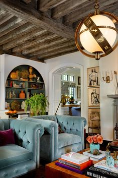 46 Earthy Modern Interior Design for Living Room Eclectic Living Room, Living Room Interior, Home Living Room, Living Room Furniture, Living Room Decor, Rustic Furniture, Living Room Vintage, Antique Furniture, Eclectic Chairs