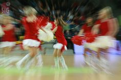 Strasbourg basketball team's dance squad  Photo Dorian Brault