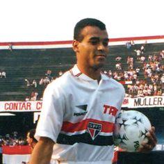 CAFU  Jogos disputados pelo SPFC: 273 Estreia: 24/09/1989 Último jogo: 30/11/1994 Gols Marcados no SPFC: 38 Nascimento: 07/06/1970. São Paulo (SP). Títulos conquistados no SPFC: Campeão Mundial de 1992 e 1993; Campeão da Taça Libertadores da América de 1992 e 1993; Campeão da Supercopa da Taça Libertadores de 1993; Campeão da Recopa Sulamericana de 1993 e 1994; Campeão Brasileiro de 1991 e Campeão Paulista de 1991 e 1992.