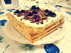 Torta con millefoglie: Mascarponekakku tuhatlehtitaikinasta