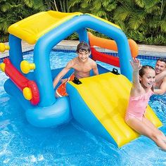 Make your day at the pool even more exciting with the Intex Inflatable Island with Slide! It's designed with a slide float and removable noodle sides...