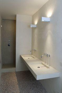 Beton op de muur, mooie vloer granietachtig