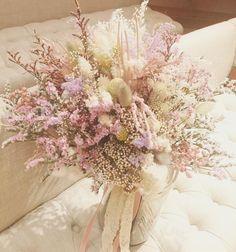 ドライフラワーやプリザーブドフラワーのみでお作りしたブーケ❤︎ とても軽やかでスモーキーな雰囲気が可愛かったです(^ ^) 特にピンクの稲がお気に入り❤︎ #TRUNKデコレーション #trunkbyshotogallery #渋谷#shibuya#wedding#結婚式#flower#お花#decoration#display#プレ花嫁#ゼクシィ#DIY#love#会場 #装飾#オシャレ#可愛い#bouquet#ブーケ