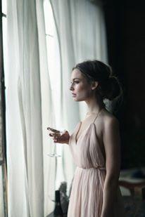 """""""E quando observares o meu silêncio, não penses que estou desistindo de tudo. A minha espera é sutil. Aprendi a confiar e descansar.""""  (Mychele Magalhães Velloso)"""