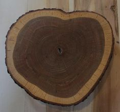 Amazing look ! Cherry round wood slab (slice). Dimensions ; 14 inches diameter 2 inches thickness Only 60$ (reg 80$). This offer ends on March 31st.