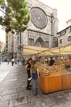 plaza del Pi  BCN  Mercat de productes artesans (mel, oli,  formatges....)
