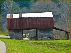 A unique way for a barn to be built.