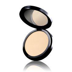 Oriflame Beauty Studio Artist Pressed Powder, bedak padat yang sangat halus saat digunakan. Cocok untuk awal tata rias atau touch up sepanjang hari.