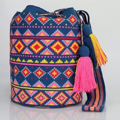 360 отметок «Нравится», 3 комментариев — Just Wayuu (@just.wayuu) в Instagram: «Handcrafted handbags made by indigenous wayuu in the north of Colombia. Worldwide shipping – envíos…»