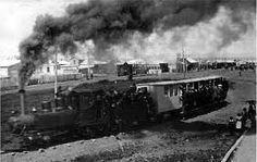 Ferrocarril de la mina Loreto transportando pasajeros. Fotografía del año 1918.