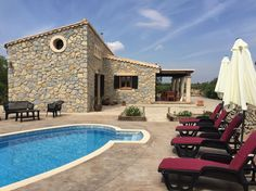 Villa in Selva, Spanien. Situada en el corazón de Mallorca, a los pies de la Serra de Tramuntana. Se encuentra en Selva. A 25 minutos en coche del aeropuerto y de la playa. Está en una zona tranquila y de fácil acceso. Típica casa mallorquina forrada totalmente de piedra....