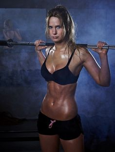 Great fitness portrait. #body #fit #fitness #abs #athletic #beautiful #fitspo #woman #girl #portrait
