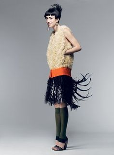 All types of feathers, from marabou to coq, are used in PLUMASSERIE (featherwork).