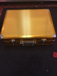 Vincent Gold Clipper Carrying Case Abbs Atlanta Barber Supplies Carry Cases And Racks Pinterest