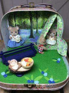 Modern Dollhouse, Diy Dollhouse, Dollhouse Furniture, Playset Diy, Cute Suitcases, Doll House Crafts, Felt Dolls, Diy Toys, Crafts To Do