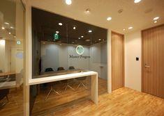 オフィスデザイン実績~ガラスパーテーションで異なる空間が混ざり合い社員のモチベーションが上がるオフィス