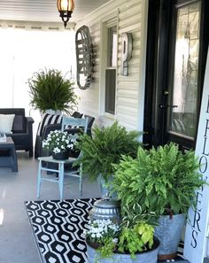 Front porch decorating, Outdoor patio decor, Front verandah, Porch decorating, O. Front Verandah, Front Door Porch, Front Porch Design, Front Door Decor, Porch Entrance, Summer Porch Decor, Country Porch Decor, Country Patio, Veranda Design