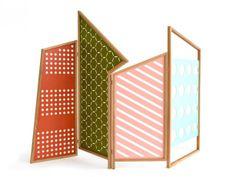 """Paravent style Bauhaus """"Opto"""", structure en chêne et panneaux en métal, design Catharina Lorenz et Steffen Kaz, l. 300 x h. 200 cm (Colé)."""