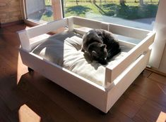 Doggy bed made with pallet wood And handmade by GARAGEbySilvio Diy Lit, Pallet Dog Beds, Diy Dog Bed, Cat Room, Pet Furniture, Dog Houses, Diy Stuffed Animals, How To Make Bed, Wood Pallets