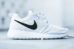 NIKE-ROSHE-RUN-WMNS-(PURE-PLATINUM)-THUMB