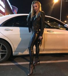 Mercedes-Benz S class - Auto Experte klärt auf - Super Car Pictures Leather Leggings Outfit, Shiny Leggings, Leather Pants, Leather Shoes, Black Leather, Moda Medieval, Leder Outfits, Benz S, Sexy Latex