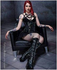 "21 Me gusta, 1 comentarios - Just for fun (@gothic_skyler) en Instagram: ""M: @obscure.raven Tags: #goth #gothic #gothgirl #gothgirls #gothgirlsdoitbetter"""