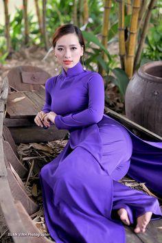 440 x 760 Vietnamese Traditional Dress, Vietnamese Dress, Traditional Dresses, Asian Fashion, Girl Fashion, Sexy Asian Girls, Hot Girls, Beautiful Asian Women, Ao Dai