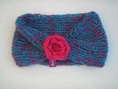 Cuello lana calipso y fucsia tejido con palillos (2 agujas) y flor tejida a crochet